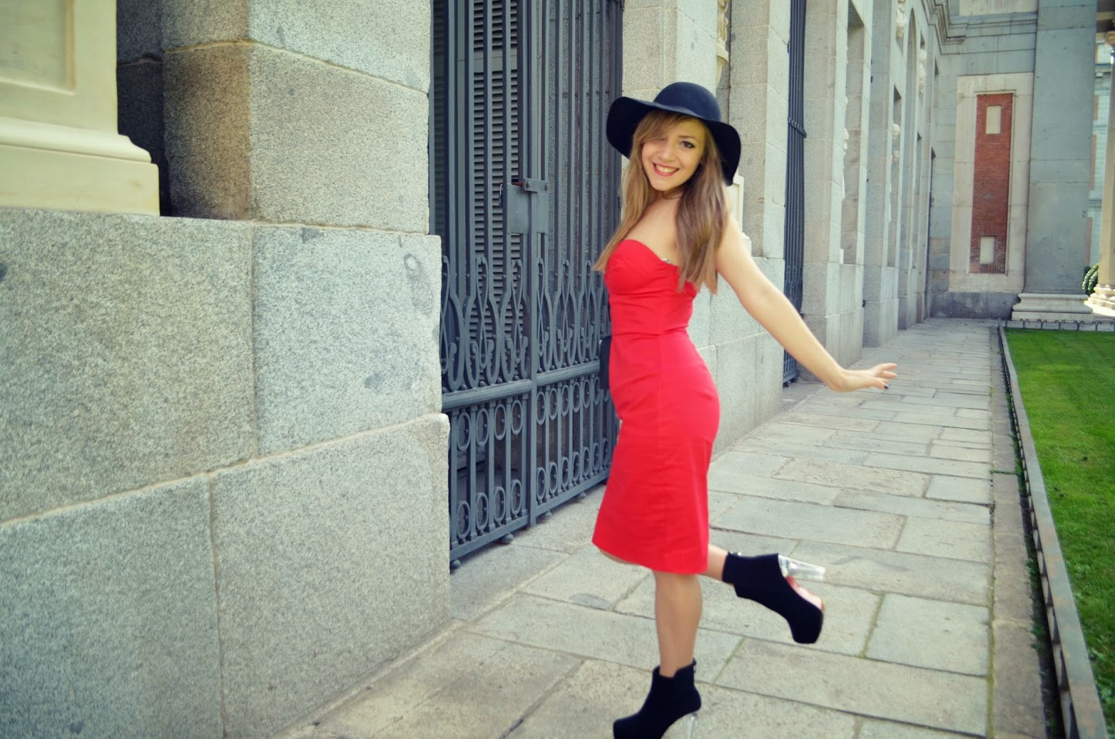 CHIC LOOK RED DRESS FOR AUTUMN - Piensa En Chic