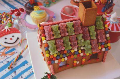 ChicAdicta-Chic-Adicta-blogger-de-moda-fashion-christmas-DIY-gingerbread-house-jellybeans-teddy-candy-cane-cute-girl-PiensaenChic-Piensa-en-Chic