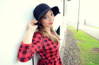 Chic-Adicta-ChicAdicta-blogger-de-moda-tartanstyle-vestido-tartan-outfit-rojo-winter-red-dress-Tenerife-moda-PiensaenChic-Piensa-en-Chic