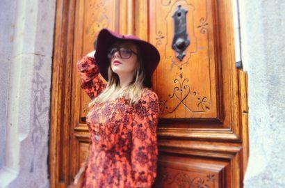 Chic-Adicta-ChicAdicta-fashion-blogger-gafapasta-retro-look-vintage-glasses-look-vintage-de-invierno-burgundy-look-vestido-naranja-brown-outfit-PiensaenChic-Piensa-en-Chic