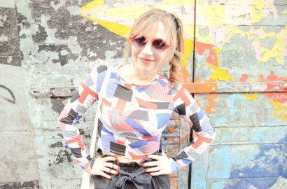 ChicAdicta-Chic-Adicta-fashion-blogger-MonkiStyle-look-pantalones-fluidos-gafas-rojas-stradivarius-sunglasses-pretty-blogger-Piensa-en-Chic-PiensaenChic