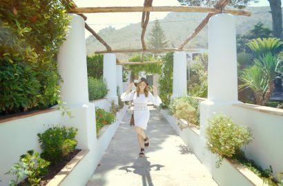 ChicAdicta-Chic-Adicta-fashion-blogger-summer-crochet-dress-vestido-de-ganchillo-white-outfit-vestido-blanco-de-verano-Capri-look-PiensaenChic-Piensa-en-Chic