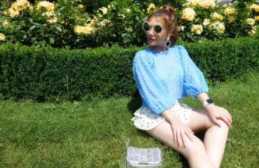 Tendencias-blusas-mangas-abullonadas-polkadot-outfit-ChicAdicta-influencer-blog-de-moda-PiensaenChic-gafas-de-sirena-vienna-fashion-chic-adicta-piensa-en-Chic