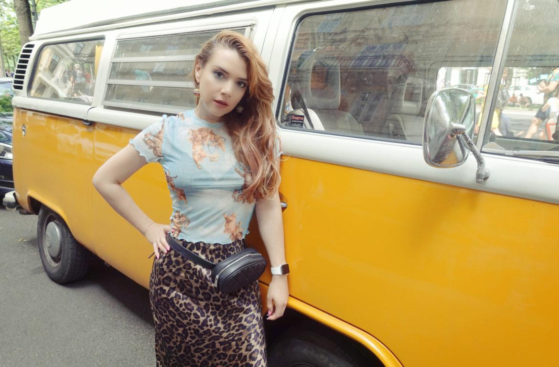 Leopard-print-look-blog-de-moda-ChicAdicta-influencer-fashionista-PiensaenChic-VolkswagenVans-vienna-street-style-chic-adicta-Piensa-en-Chic